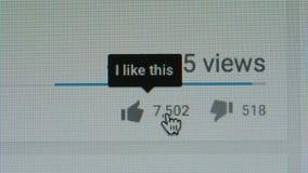 MACRO: Empurrando a goste do ícone em um Youtube video estoque