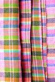 Macro fond coloré de modèle sur les sarongs thaïlandais Photographie stock