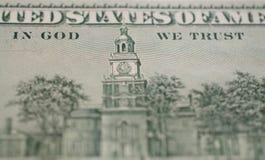 Macro foto del dettaglio del primo piano del dollaro In dio ci fidiamo di fotografia stock libera da diritti
