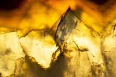 Macro foto di una fetta variopinta della roccia dell'agata Immagini Stock