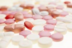 Macro fotografia delle pillole medicinali variopinte Fotografia Stock