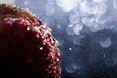 Macro frutta di gocce Frutta di lavaggio Alimento sano Alimento vegetariano immagini stock