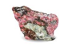 Macro fucilazione della pietra preziosa naturale Esemplare naturale della roccia di eudialyte Oggetto su un fondo bianco Fotografia Stock