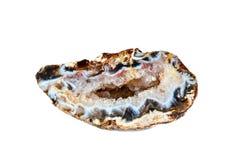 Macro fucilazione della pietra preziosa naturale Geode crudo del chalcedony brazil Oggetto isolato su una priorità bassa bianca Fotografia Stock