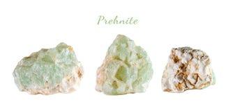 Macro fucilazione della pietra preziosa naturale Il minerale crudo è prehnite Oggetto isolato su una priorità bassa bianca Immagini Stock Libere da Diritti
