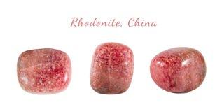 Macro fucilazione della pietra preziosa naturale Il minerale crudo è rhodonite, Cina Oggetto isolato su una priorità bassa bianca Fotografia Stock