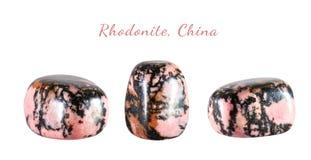 Macro fucilazione della pietra preziosa naturale Il minerale crudo è rhodonite, Cina Oggetto isolato su una priorità bassa bianca Fotografia Stock Libera da Diritti