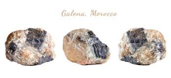 Macro fucilazione della pietra preziosa naturale La galena minerale cruda, Marocco Oggetto isolato su una priorità bassa bianca Immagine Stock