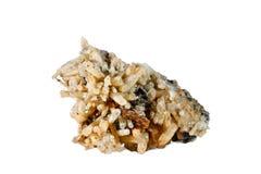 Macro fucilazione della pietra preziosa naturale Quarzo minerale crudo Oggetto isolato su una priorità bassa bianca Immagini Stock Libere da Diritti