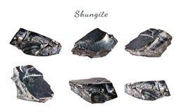 Macro fucilazione della pietra preziosa naturale Shungite minerale crudo Oggetto isolato su una priorità bassa bianca Fotografie Stock