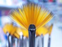 Macro gialla della spazzola del fan su fondo vago Immagini Stock Libere da Diritti
