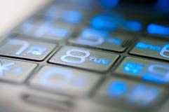 Macro haut étroit de nombres bleus de téléphone portable Images stock