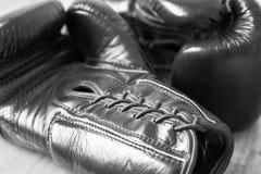 Macro image d'une paire de gants de boxe noirs photographie stock