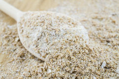 Macro integrale della farina sul cucchiaio di legno Fotografia Stock Libera da Diritti