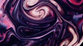 Macro Kleurrijke verf in dynamische stroom Kleurenstraal van inkt op witte achtergrond  stock footage