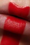 Macro labbra del ` s della donna di bellezza con pittura rossa Fotografia Stock
