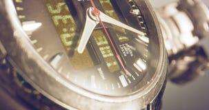 Macro longueur d'une montre de main avec le coutil d'occasion clips vidéos