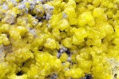 Macro minerale di cristallo dello zolfo Fotografie Stock Libere da Diritti
