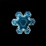 Macro morceau de flocon de neige en cristal naturel de glace Photographie stock libre de droits