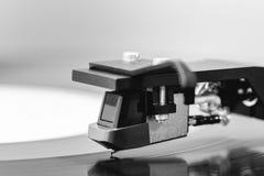 Macro nera del primo piano della cartuccia di Headshell del vinile della piattaforma girevole Fotografie Stock