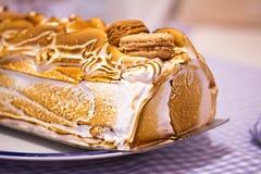 Macro noruega de la torta de la tortilla de huevos (o Alaska cocida al horno) Fotografía de archivo libre de regalías