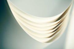 Macro origamipatroon van gebogen bladen van pap Stock Foto