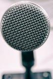Macro photo d'un microphone vocal Images stock