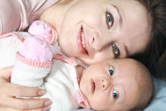 Macro portret van moeder en baby Stock Afbeeldingen