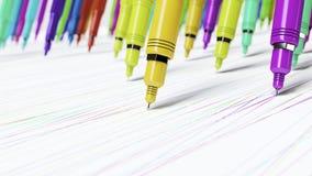 Macro prospettiva sui pennarelli meccanici brillantemente colorati di Finepoint che fanno i segni perfetti su una superficie senz Immagini Stock