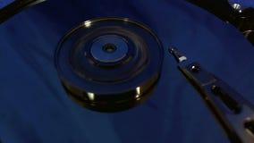 Macro punto di vista dei movimenti capi del disco rigido stock footage