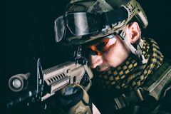 Macro ritratto del tiratore franco del militare fotografia stock libera da diritti