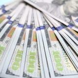Macro schot met ondiepe diepte van gebied Honderd Amerikaanse dollarsrekeningen royalty-vrije stock foto's