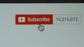 MACRO: Spinta del bottone di sottoscrizione su un Youtube stock footage