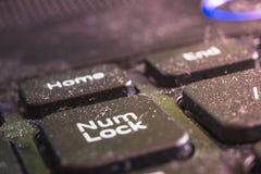 Macro sujo do teclado do portátil, parte dianteira e fundo traseiro borrados fotografia de stock