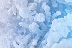 Macro tir des Druzes du sel Druzes des cristaux du sel Structure de minerai photo libre de droits
