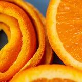 Macro van citrusvruchtenschil Achtergrond met schil een mandarijn Kunstbeeld met schilmandarin stock afbeelding