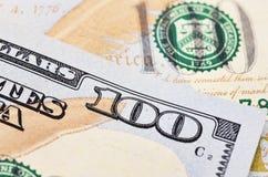 Macro van een 100 Amerikaanse dollar wordt geschoten die Royalty-vrije Stock Foto