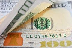 Macro van een 100 Amerikaanse dollar wordt geschoten die Royalty-vrije Stock Afbeeldingen