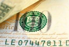 Macro van een 100 Amerikaanse dollar wordt geschoten die Royalty-vrije Stock Afbeelding