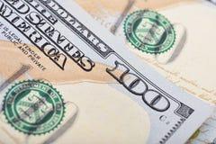 Macro van een 100 Amerikaanse dollar wordt geschoten die Royalty-vrije Stock Fotografie