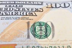 Macro van een 100 Amerikaanse dollar wordt geschoten die Stock Afbeelding