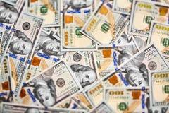 Macro van een nieuwe 100 dollarrekening die wordt geschoten Achtergrond van 100 dollarbi stock afbeelding