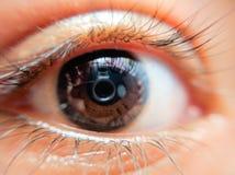 Macro van een oog in kleur wordt geschoten die Royalty-vrije Stock Foto's
