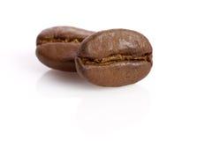 Macro van twee koffiebonen Royalty-vrije Stock Foto