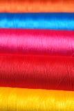 Macro Varicolored del filo delle bobine Fotografie Stock Libere da Diritti
