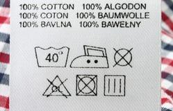 Macro verdadera de la escritura de la etiqueta de la ropa Fotos de archivo