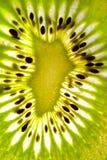 Macro vicina su del kiwi variopinto immagini stock libere da diritti