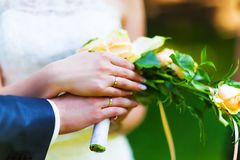 Hands of married bride and groom with golden wedding rings Royalty Free Stock Images