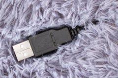 Macro vista di connessione USB su tappeto Fotografia Stock