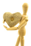 Macro vue de personne masculine en bois avec le coeur de laine tricoté avec Image libre de droits